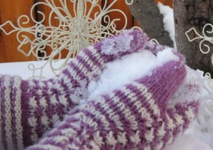 Snow Flurry Mittens Knit Pattern by Cynthia Levy (Redtiger)
