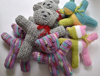 Crocheted Wee Bears for Team Lewis