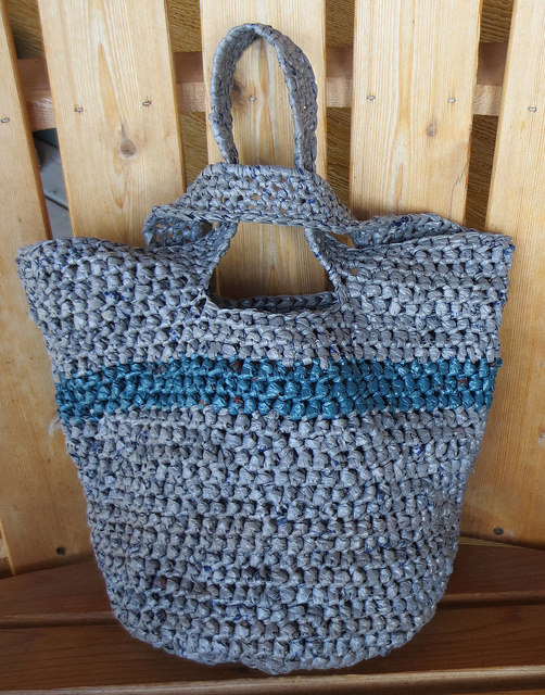 Japanese Knot Plarn Tote bag.  Crochet pattern by Cindy, aka RecycleCindy.