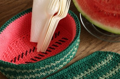 Farmstand Watermelon Basket Crochet Pattern by Darleen Hopkins August 2016 Photo by ILikeCrochet.com #CbyDH