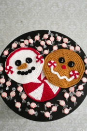 Pepermint Pals Hot Pad set pattern by Darleen Hopkins #CbyDH photo by ILikeCrochet.com
