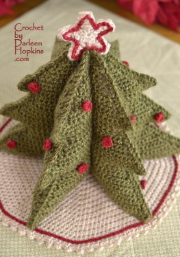 Festive Christmas tree crochet pattern by Darleen Hopkins #CbyDH