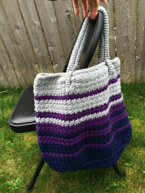 Modern Tote bag crocheted by Erika, crochet pattern by Darleen Hopkins #CbyDH