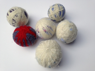homemade dryer balls with wool and yarn scraps