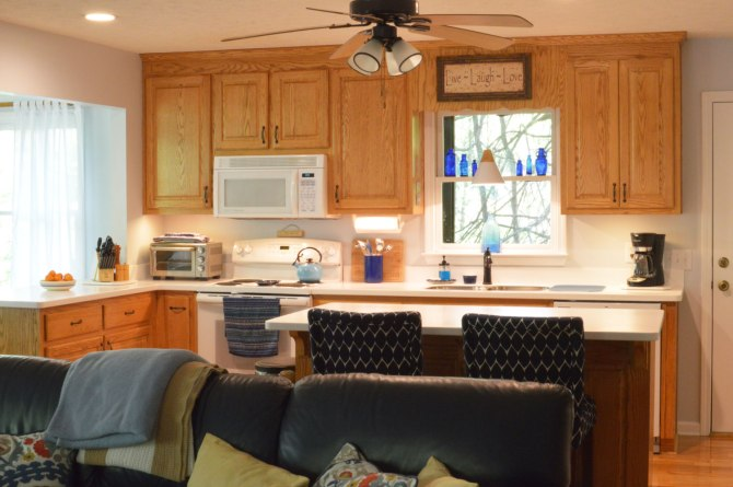 Oak-wood-cabinets-white-countertop-blue-walls-oiled-bronze-fixtures-hardware-kitchen-oak-floors-2